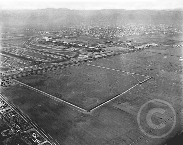AerialLAXlookingNNE1948.jpg