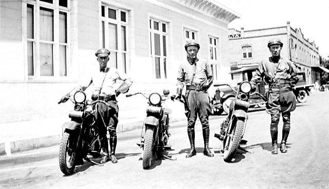 LAMotocycleOfficers1931.jpg